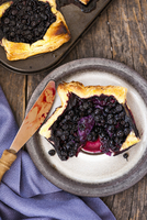 Puff pastry with brie and blueberries 22199091591| 写真素材・ストックフォト・画像・イラスト素材|アマナイメージズ
