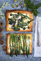 Puff pastry with asparagus, broccolini and three cheeses (top view) 22199091666| 写真素材・ストックフォト・画像・イラスト素材|アマナイメージズ