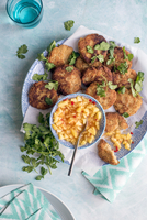 Spiced cauliflower fritters with chilli and pineapple salsa and fresh coriander 22199091668| 写真素材・ストックフォト・画像・イラスト素材|アマナイメージズ