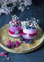 Smoothies (strawberries, raspberries, blueberries) with dragon fruit and chocolate muesli 22199091742| 写真素材・ストックフォト・画像・イラスト素材|アマナイメージズ