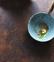A saucepan with leftovers of shrimp and mangetout 22199092885| 写真素材・ストックフォト・画像・イラスト素材|アマナイメージズ