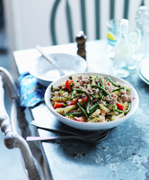 Pasta salad with tuna, peppers and green beans 22199093238| 写真素材・ストックフォト・画像・イラスト素材|アマナイメージズ