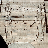 Bas-relief with Ptolemy XII and Horus 22244000952| 写真素材・ストックフォト・画像・イラスト素材|アマナイメージズ