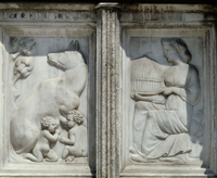 Fontana Maggiore - detail (she-wolf nursing the twins and ve 22244001091| 写真素材・ストックフォト・画像・イラスト素材|アマナイメージズ