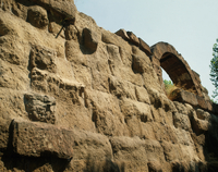 Servian Wall from the Aventine - detail (base) 22244001094| 写真素材・ストックフォト・画像・イラスト素材|アマナイメージズ