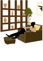 ソファでパソコンをみる女性 イラスト 22987000010  写真素材・ストックフォト・画像・イラスト素材 アマナイメージズ