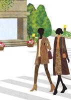 街を歩く女性ふたり 22987000193  写真素材・ストックフォト・画像・イラスト素材 アマナイメージズ