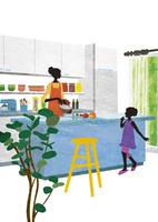 キッチンで話す母と娘 22987000197  写真素材・ストックフォト・画像・イラスト素材 アマナイメージズ