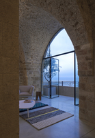 View through arched window to woman standing on balcony with view to sea building, T House, Israel, Middle East. 25937007446| 写真素材・ストックフォト・画像・イラスト素材|アマナイメージズ