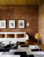 Retro styled seating with exposed brick wall in living room of Malibu home, California, USA 25937008889| 写真素材・ストックフォト・画像・イラスト素材|アマナイメージズ