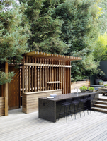 Bar stools at breakfast bar in outdoor kitchen on decked terrace of USA home 25937009281| 写真素材・ストックフォト・画像・イラスト素材|アマナイメージズ