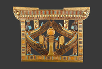 Pectoral avec Isis et Nephtys protegeant le pilier Djed osir 26004020588| 写真素材・ストックフォト・画像・イラスト素材|アマナイメージズ