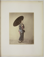 """Views and costumes of Japan"", Jeune femme debout a l'ombrelle 26004021112