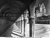 View of the portico's in the lower square of San Francesco, 26144000502| 写真素材・ストックフォト・画像・イラスト素材|アマナイメージズ