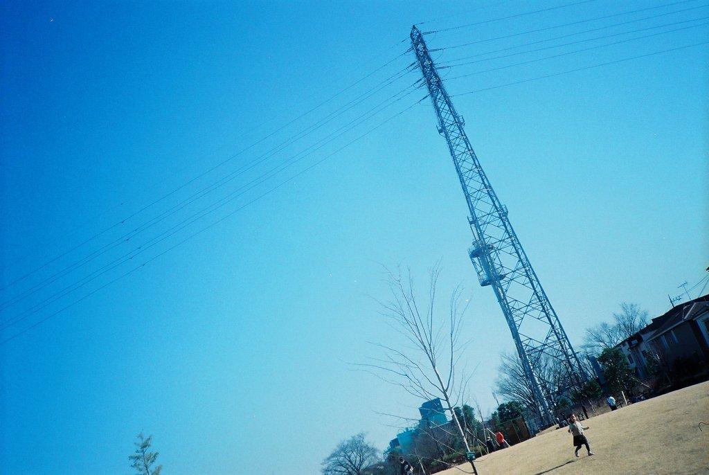 Blue sky from Yotsuya Sakura Park.
