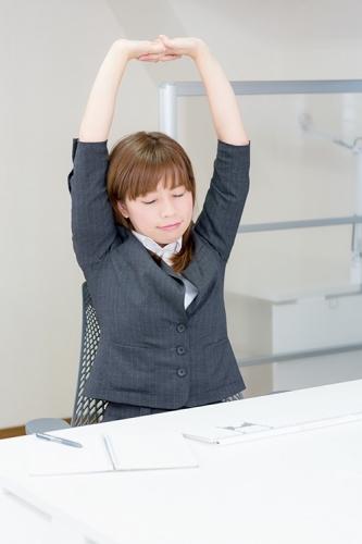 就活・勉強に頑張る大学生へ!今日からできる簡単肩こり対策!!