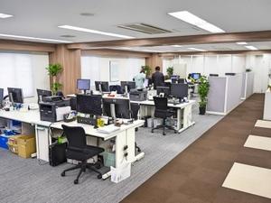 オフィスは移転したばかりで非常に綺麗です。