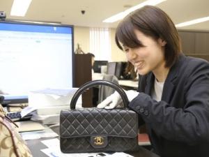 女性社員も活躍しています。ブランドに興味のある方におすすめです!