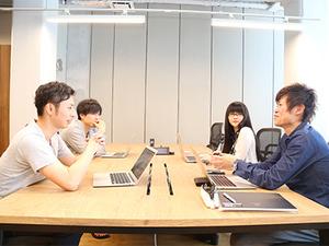 社長を含めた新しいアプリの企画会議。ここでグッドアイデアが生まれます。