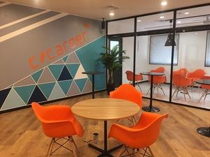 新しいオフィスのキレイな環境で同世代と競い合っていきましょう!