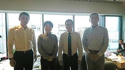 メンバーと東京オフィス(銀座WeWork)にて撮影。書籍を出していたり、メディア連載している人間もいます。