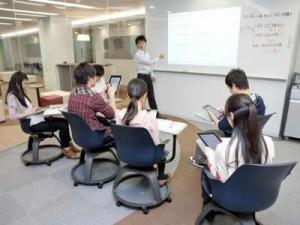 iPadや電子黒板を使ったICT教育に先駆けて取り組んでいます。