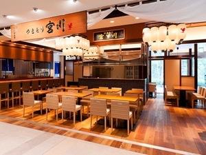 やきとり宮川は出店地域で圧倒的な人気を誇る鶏料理店。豊洲・大手町・四ツ谷の3店舗を展開中。