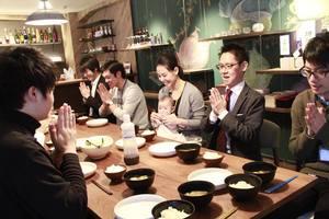 社員が当番制でつくる社食。みんなで食卓を囲みます!