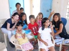 フィリピン視察の様子。途上国支援としてセラピスト養成スクールを開校。