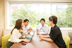 会議風景。どのように改善をしたらお客様が使いやすいか日々話し合っています!