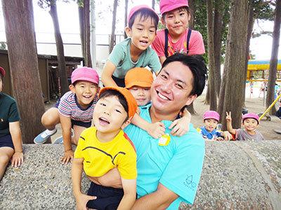 広い敷地でのびのび子どもと遊べる園です。幼児教育業界について学びながら、より良い園づくりを一緒に行おう!