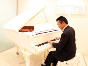 オフィスの中にはピアノもあります!(弾いてはいけません)