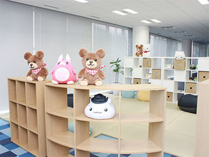 オフィスの休憩スペースです、可愛いキャラクターが沢山!!