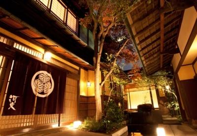 名古屋の老舗料亭「河文」で、伝統的な和食の技を磨こう!