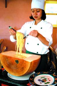 調理や接客など幅広い業務を行う店舗スタッフとしてご活躍ください。