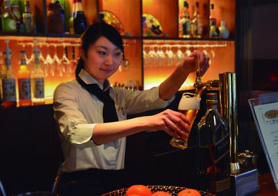 近鉄「新大宮駅」から徒歩5分の場所にあるフレンチレストランでホールスタッフ募集!