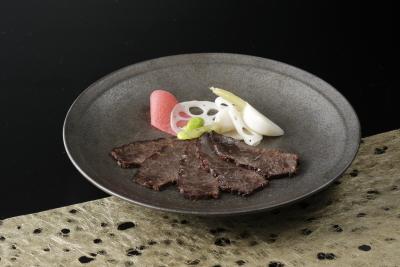 認可の難しい生食の肉や高級食材も扱えるので食材の知識も深まります