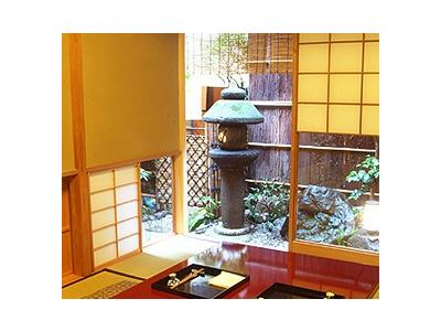 ここだけ時間がゆっくり流れていく様な空間。180年の歴史が感じられる趣のある京町家で働いてみませんか