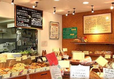 店舗内観です。多種多様なパンがお客様をお出迎えします。