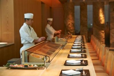 高い技術力が身につく職場です。江戸前寿司「六緑」または日本料理「旬房」でご活躍ください。