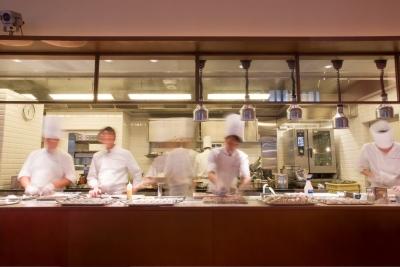 """パリの2つ星レストラン総料理長、ティエリー・マルクス氏プロデュース。""""伝統""""と""""革新""""が交差する料理を学び、世界に通用する技術を身につけませんか。"""