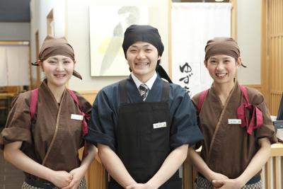12ブランドを、全国47都道府県に直営220店舗・FC190店舗チェーン展開し、11期連続増収増益。