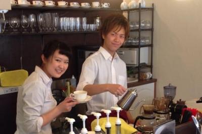カフェ好きの方集まれ!週5日~フルタイム勤務できる方、大歓迎♪主婦の方をはじめ女性が活躍中(^_-)-☆名古屋・千種区のオシャレなカフェでアルバイトしませんか?