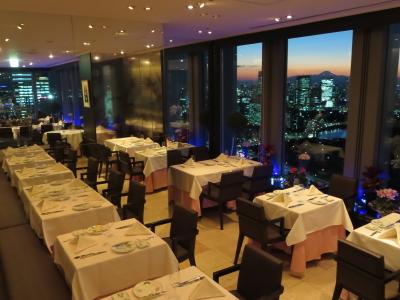 丸ビル最上階にあるフレンチレストランで、ホールスタッフとして活躍しよう☆気さくな仲間が待ってます!