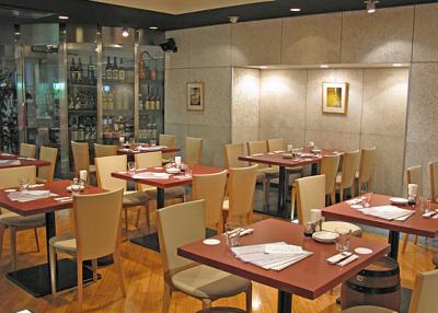 約130銘柄揃う日本酒を中心に、ワインや本格焼酎・泡盛など、300種類以上を常備しています。