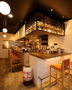 ☆新なんば店1Fのオープンカウンター 点心とお酒を飲みながら料理長との会話も楽しめます