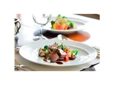 国内の国立公園内に運営するリゾートホテル内のレストランで、調理をおまかせします