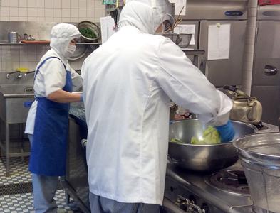 広島県福山市にある「亀川病院」での給食調理です。