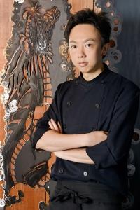 昼はラーメン屋、夜は現代風の創作中華レストランという2つの顔を持つお店で調理スタッフとして働こう。