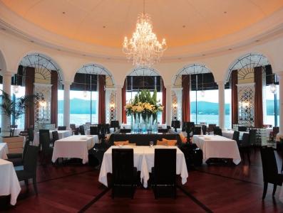 大パノラマを誇るホテル内レストラン。地産地消に拘った高原リゾートらしい料理を堪能できます。